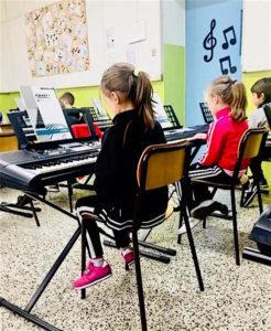 il progetto cresci con yamaha permette ai bambini di ogni età di imparare a suonare strumenti musicali in tutta Italia