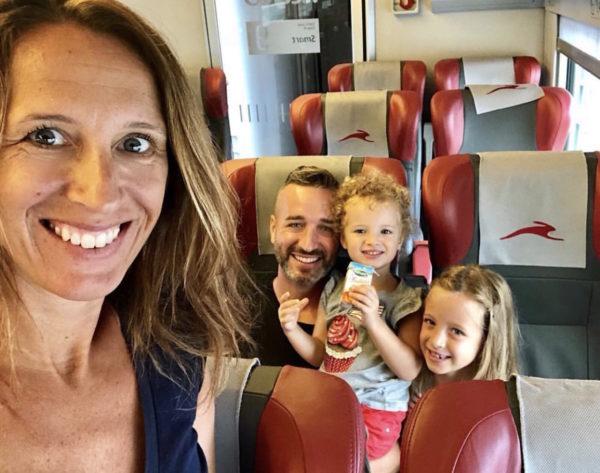 bambini sul treno